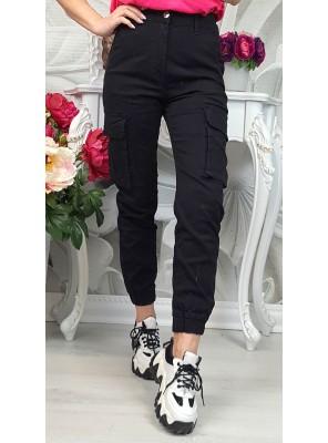 панталон с външни джобове