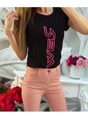 тениска розов надпис черна