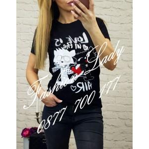тениска love is черна